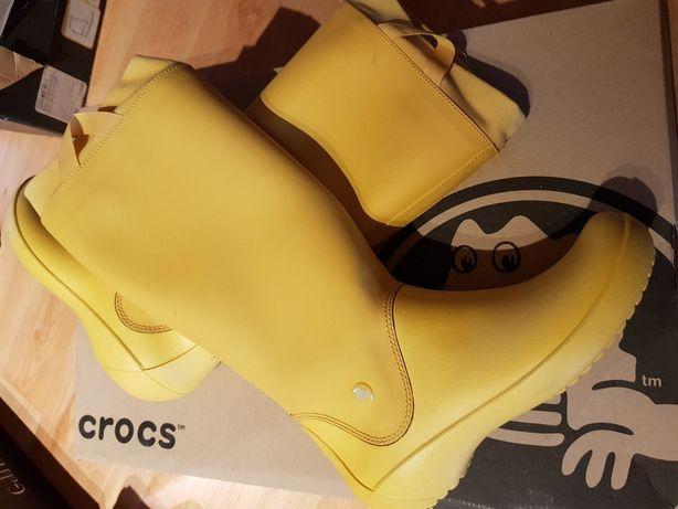 Продам резиновые сапожки Crocs,оригинал,практически новые.