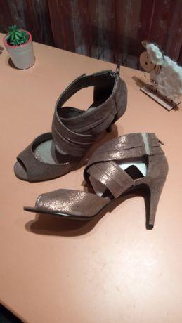 Нови дамски обувки на висок ток