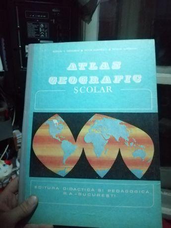 Vând atlas geografic școlar.