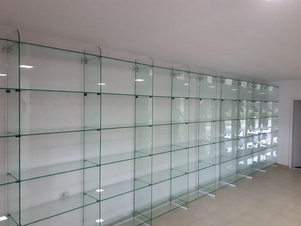 Rafturi din sticla , mobilier comercial pentru magazine