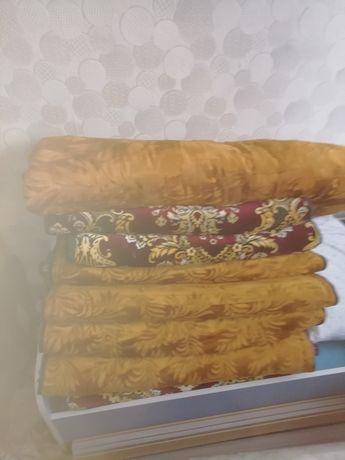 Көрпе и одеялв. Не новые. Состояние хорошее.