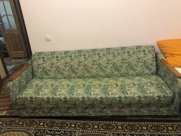 Отдам бесплатно старый диван