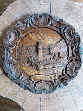 Farfuie din lemn sculptată