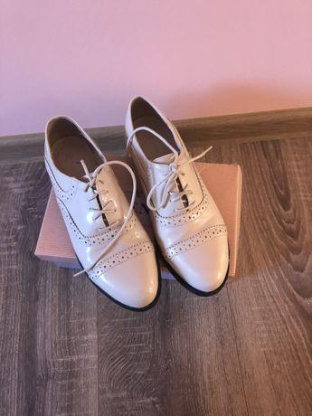 Vând papuci