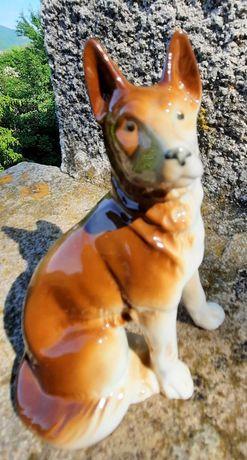 Порцеланова статуетка на немска овчарка
