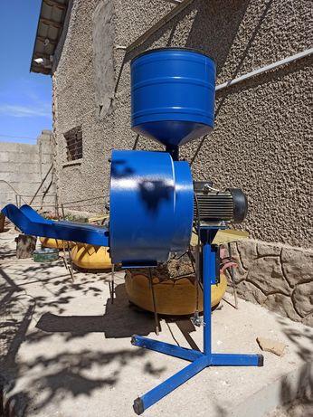Зернодробилка электрическая