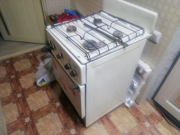 Продам газовую плиту бу