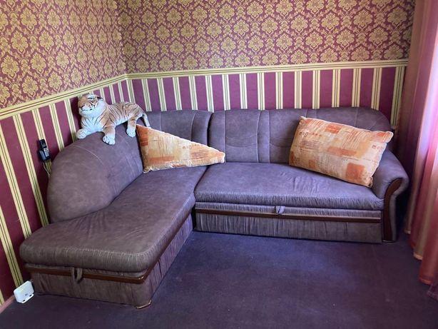Срочно продам диван двух местный