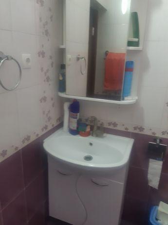 Тумба с раквиной и шкаф с зеркалом