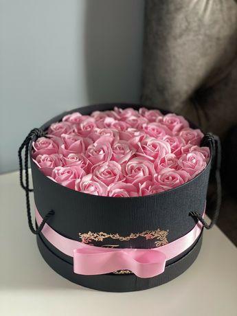 Кутия с рози вечни. Подарък за жена за  сватба .