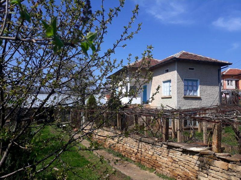 Двуетажна къща с. Долна Бешовица - image 1