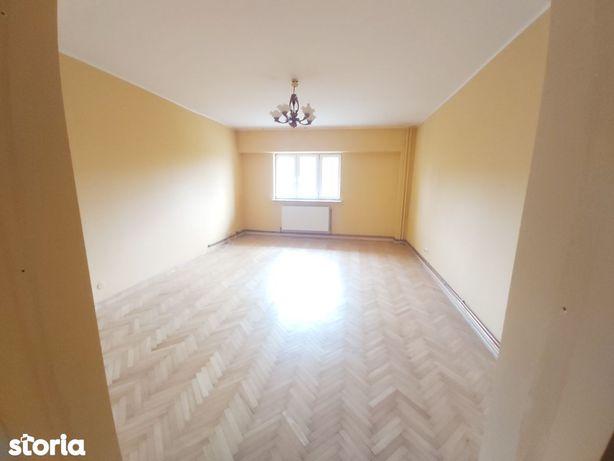Apartament 3 decomandate etaj 4/6 Calea Bucuresti Piata garaj/boxa