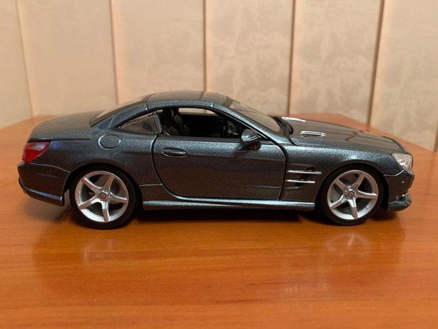 Macheta Mercedes SL500, 1/24, Bburago