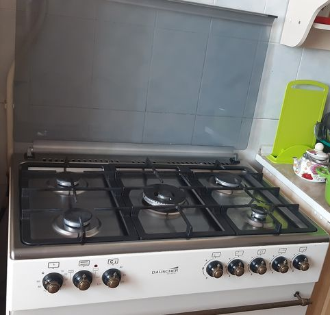 Газовая плита, электрическая духовка