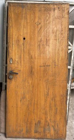 Продам деревянную дверь