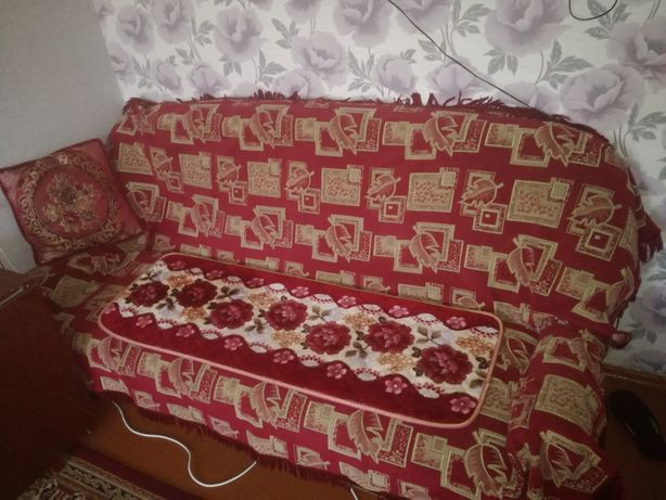 Диван с двумя креслами
