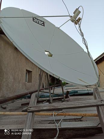 Спутниковая антенна вместе с тюнером