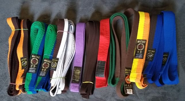 Centuri Karate diverse culori, pentru diverse grade.