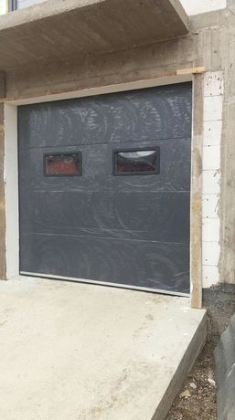 Usi de garaj 2200×2500 cu 2 hublori LIVRARE