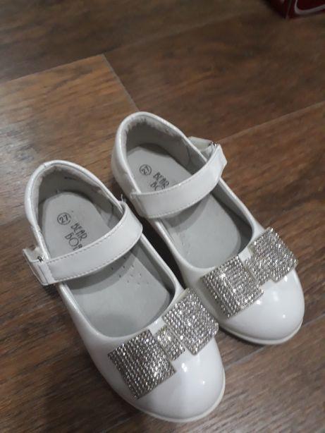 Лакированные туфельки 27 размера