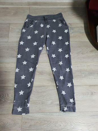 Pantaloni trening, model cu steluțe, pt 152-158 cm;
