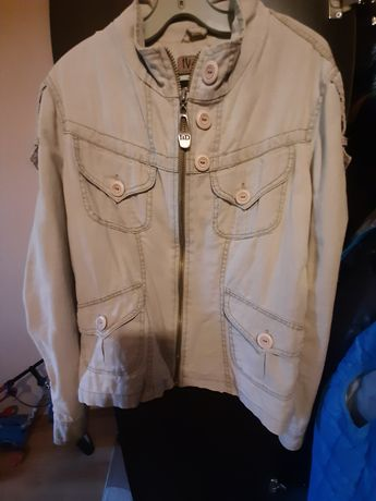 Продавам дамско пролетно ,есенно яке