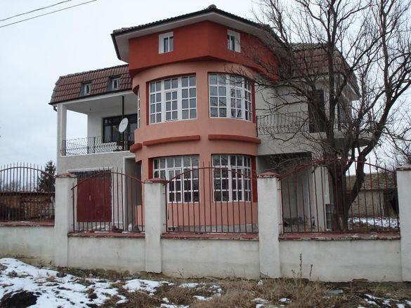 Къща с двор на 30 минути от Варна