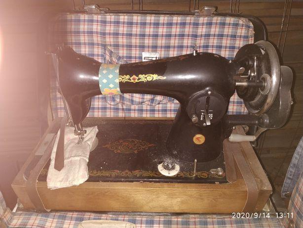 Продам старая швейная машинка.
