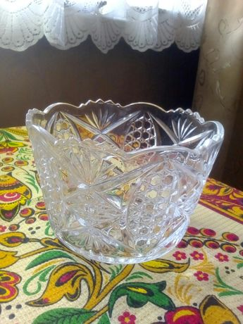 Хрустальная ваза-салатница, 2 шт. См. Ауэзова, Бухар Жырау.