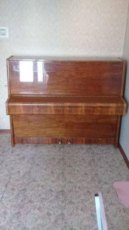 Пианино. Самовывоз. Цена 10000