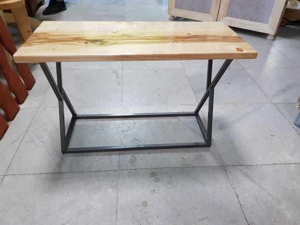 Дървена декоративна масичка