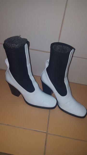 Botine/ghete/cizme ankle boots albe piele lacuita 38