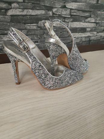 Pantofi cu slipici