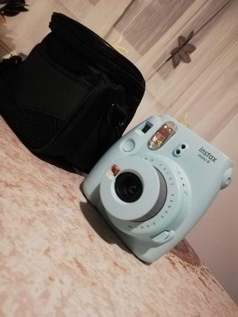 Vând aparat foto instax mini 9