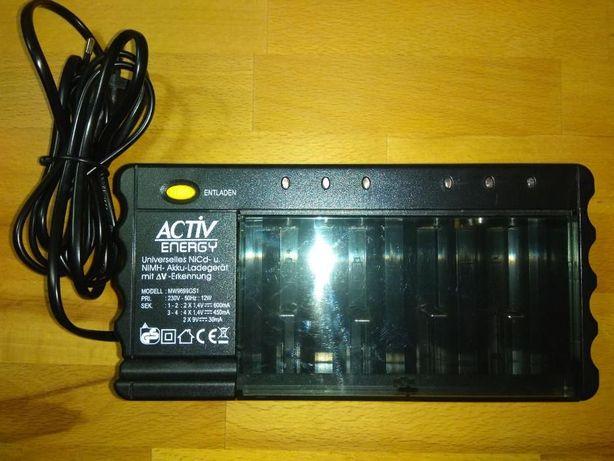 Incarcator universal acumulatori Activ Energy 4x1,5V 2x9V
