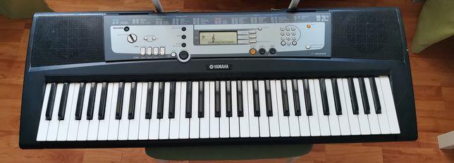 Продаётся Синтезатор YAMAHA PSR-E213