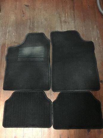 Стелки за автомобил - гумени / мокет