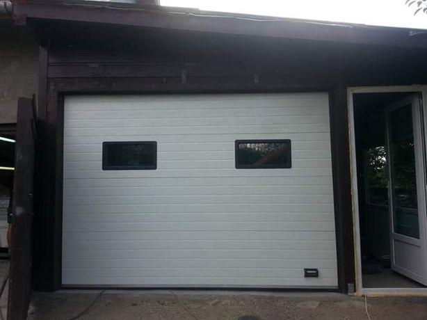 Usi de garaj cu hublouri negre