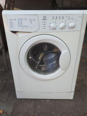 Продам стиральную машинку индезит