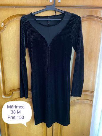 Vând rochie din catifea neagra