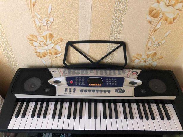 Синтезатор почти новый