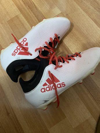 Vand ghete de fotbal adidas Techfit!