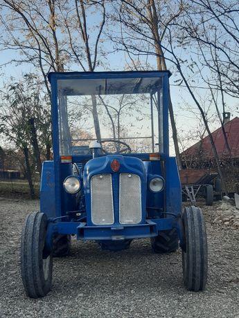 Vând tractor Fordson major