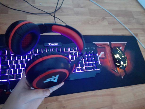 Set gaming rgb tastatura mouse casti mouse pad