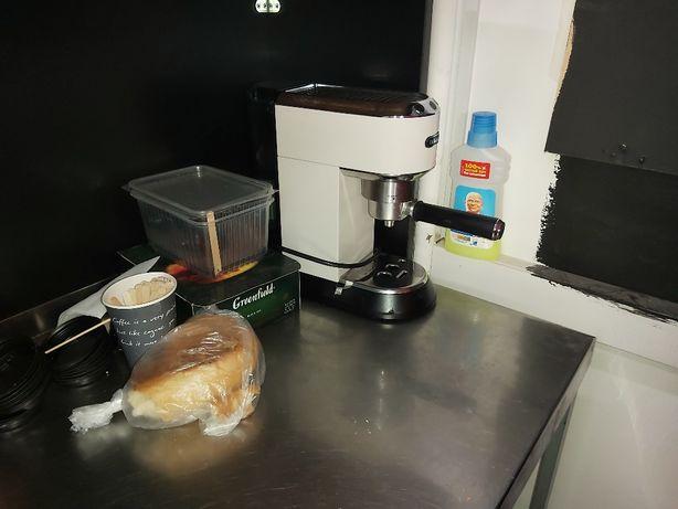 Кухонное оборудование , барная стойка , пицца печь , столы ,