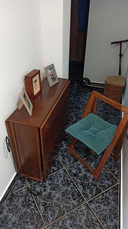 Masa pliabila cu 4 scaune / lemn masiv
