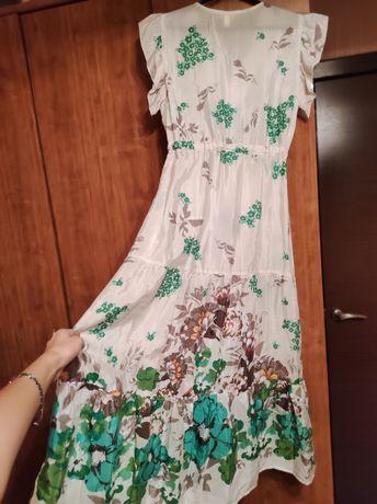 Очень красивое платье из вискозы. Новое. 34 р-р. 16500 без торга