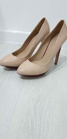 Vand pantofi damă..bej/nude toc 12 cm...