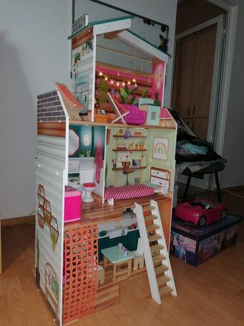 Casa păpuși, autorulota barbie