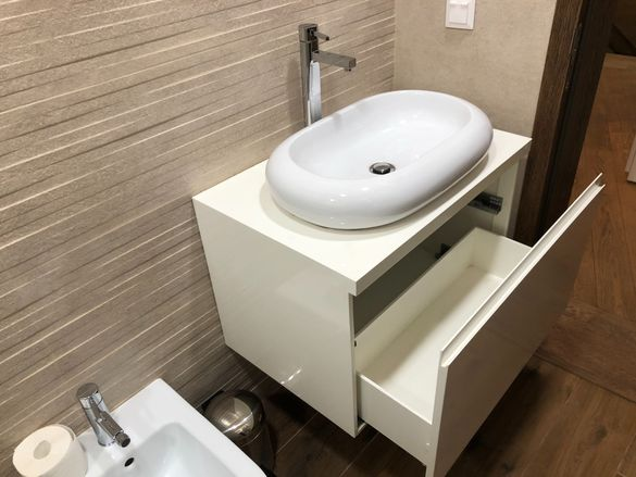 Мивка с шкаф и батерия за баня